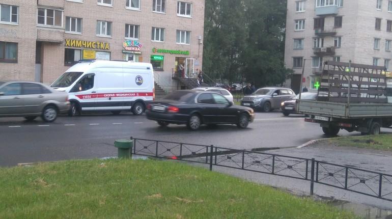 Очевидец: на Лени Голикова водитель умер за рулем машины