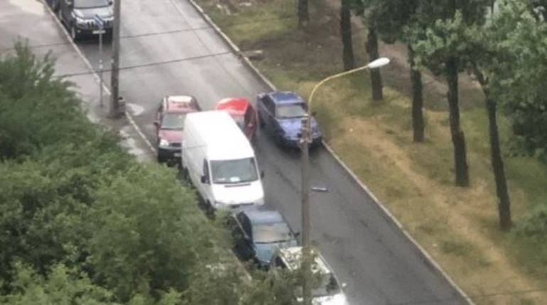 ДТП заблокировало проезд по карману вдоль Краснопутиловской