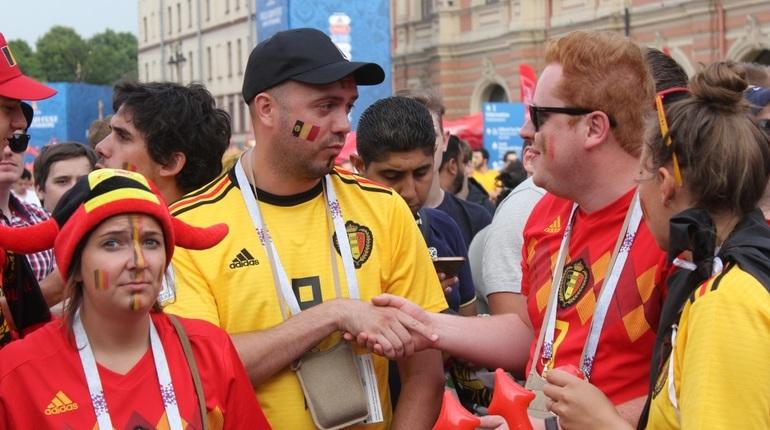 Пьющие на Рубинштейна петербуржцы научили фанатов ЧМ плохому