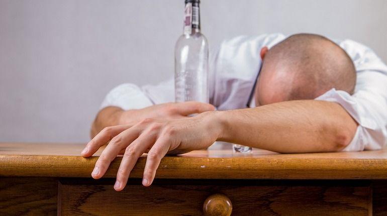 Любителей выпить хотят «выгнать» из дворов Петербурга