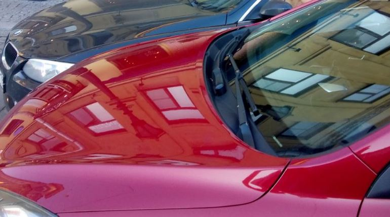 Автоледи на «БМВ» и водитель «КИА» «притормозили» движение на Грибоедова
