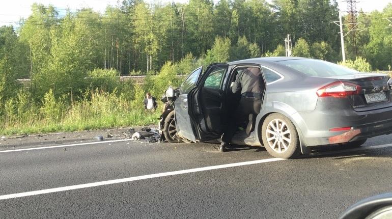 Очевидцы сообщают о страшном ДТП в Курортном районе Петербурга, в результате которого в одной из машин зажат оказался ребенок.
