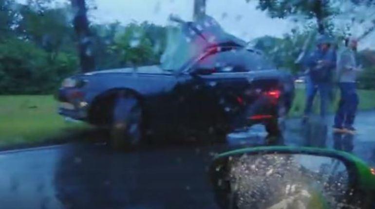 На Приморском шоссе два столба «остановили» гонщиков на «Тойоте» и «Субару»