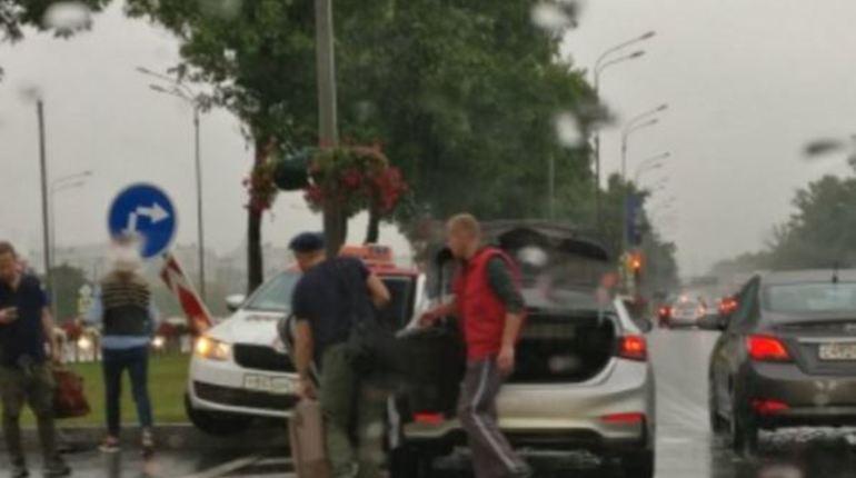 Таксистам не удалось мирно разъехаться на Пулковском шоссе