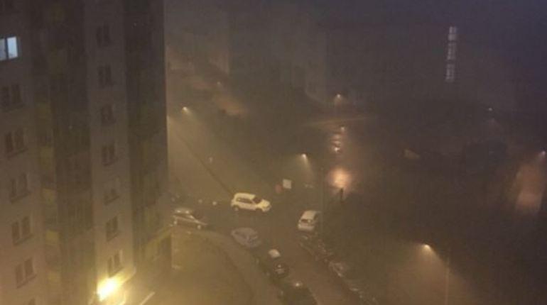 Пожарные не могут найти место возгорания на Лабораторном проспекте: все в дыму