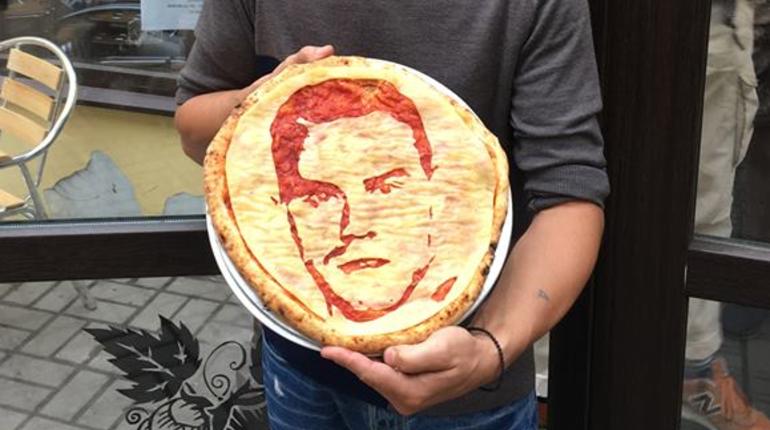 Лицо Акинфеева попало в пиццу