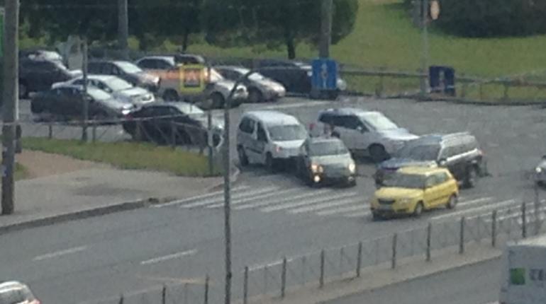 Автоледи на белой иномарке столкнулась с «Шевроле»