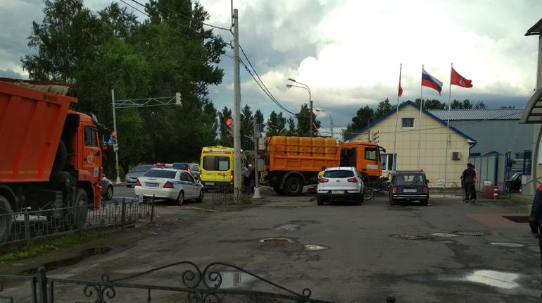 В Пушкине велосипедист попал под грузовик