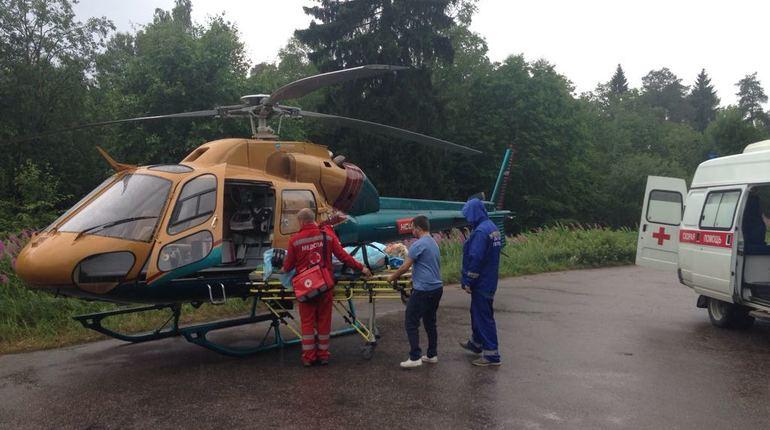 Пожилую жительницу Первомайского доставили в Петербург на вертолете