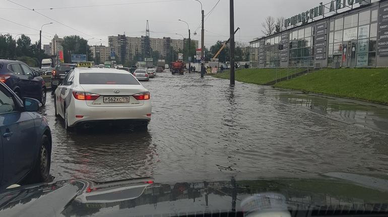 Ириновский проспект превратился в реку