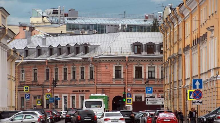 Новый дом у цирка на Фонтанке изуродовал вид на площадь Искусств