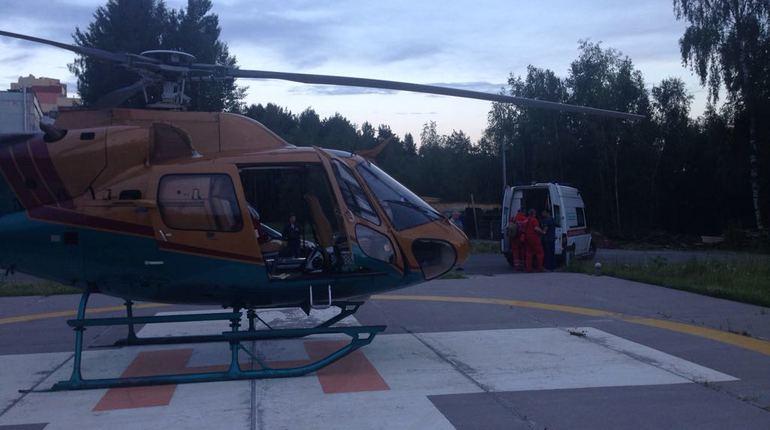 Пенсионера госпитализировали вертолетом в Ленобласти