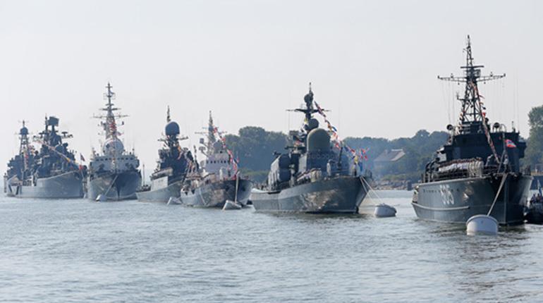 Больше десяти кораблей прибыли в Кронштадт на парад ВМФ