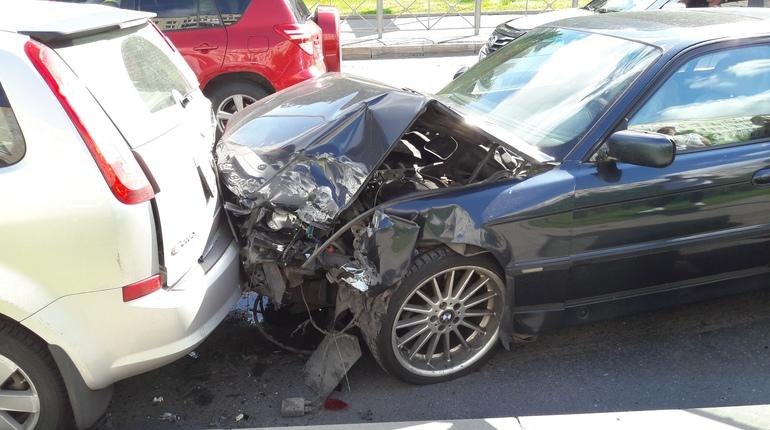 Очевидцы: водители побили пьяного виновника ДТП в Петербурге