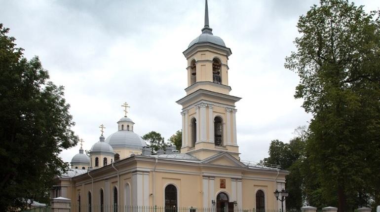 Самый большой храм в Ленобласти освятили в день его 300-летия