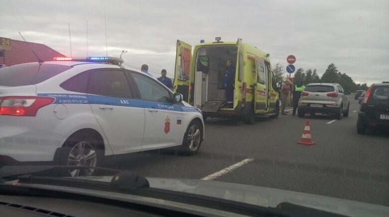 На Московском шоссе спасают сбитого пешехода