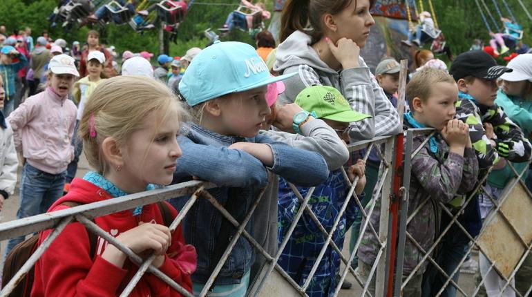В Петербурге началась пресс-конференция по безопасности летнего отдыха детей