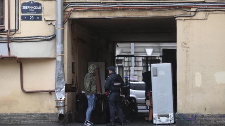 Жильцы дома № 20 по Зверинской улице в Петербурге до осени не смогут вернуться в квартире. По предварительной информации, работы по капитальному ремонту аварийной части дома завершатся не ранее октября 2018 года.