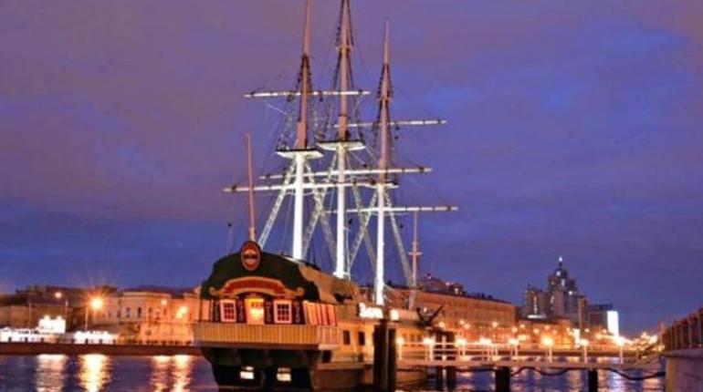 В Петербурге вступило в силу решение суда о выселении «Забава-бара» с Невы