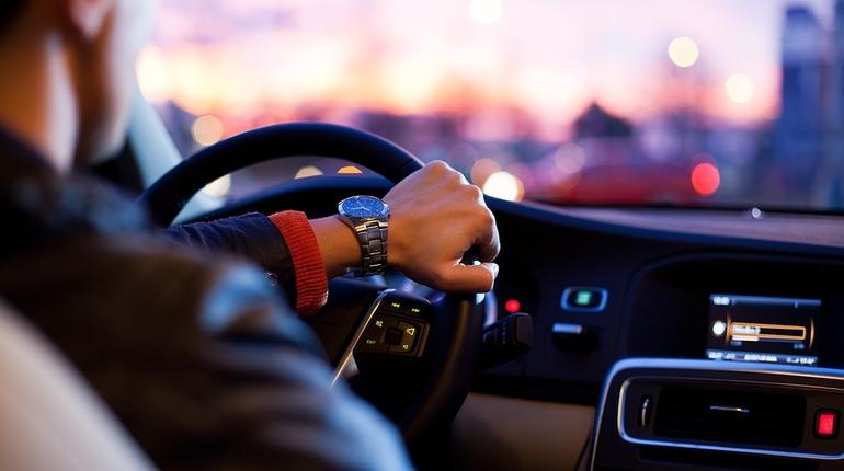 Новенькие автомобили понадобились чиновникам Петербурга. 11 седанов собирается приобрести автотранспортное учреждение