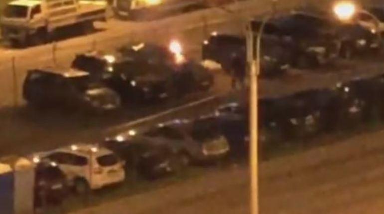 Ночью на платной петербургской парковке загорелась машина