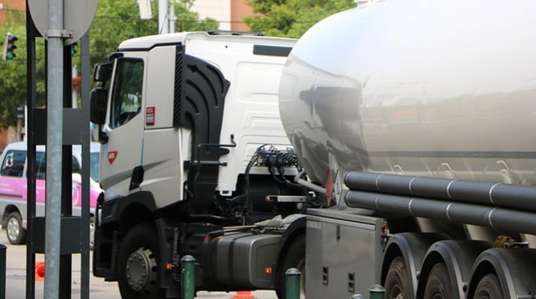 Петербургские полицейские изъяли 20 тонн спирта