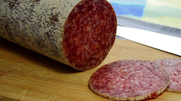 В морском порту Петербурга застряло 16 тонн колбасы