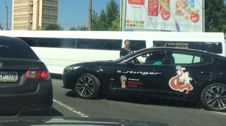 Лимузин Hummer столкнулся с «легковушкой» и перекрыл Орджоникидзе