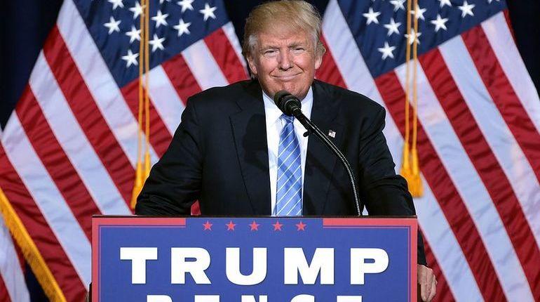 На пресс-конференции в Брюсселе президент США Дональд Трамп рассказал, что не считает президента России Владимира Путина врагом, а также надеется, что российский лидер со временем сможет стать его другом. Об этом сообщает