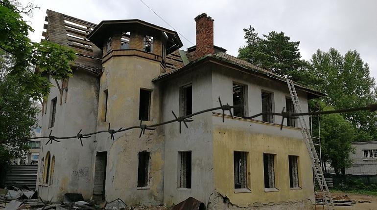 Коломяги устроили общественный контроль реставрации Дома Граббе