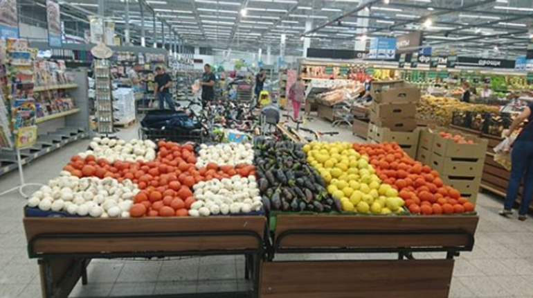 В Петербурге появились овощные флаги Бельгии и Англии