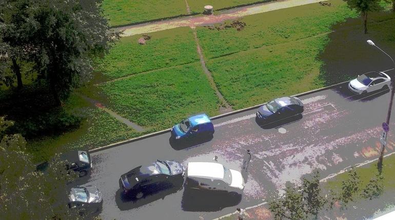 ДТП собирает пробку на улице Подвойского