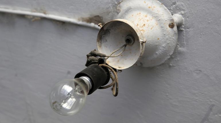 Ночью в Ломоносовский район вернули электроснабжение