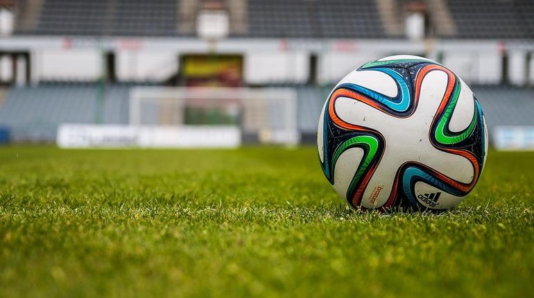 Стать футболистом в Петербурге стало на 20% дешевле