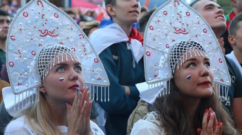 Чемпионат мира по футболу взвинтил продажи сувениров и спиртного всех городах, в которых проходили матчи мундиаля. Только в Петербурге за месяц ЧМ-2018 расходы российских и иностранных фанатов на сувениры с футбольной символикой выросли в пять раз.
