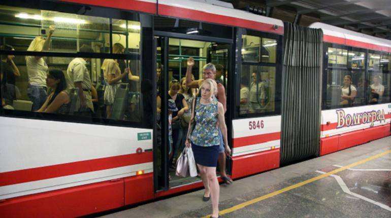 Скоростной трамвай в Волгограде, работающий по принципу метро в Петербурге и Москве, прервал работу из-за дождей. Потоками воды подмыло рельсовое полотно в наземной и подземной части общественного транспорта.