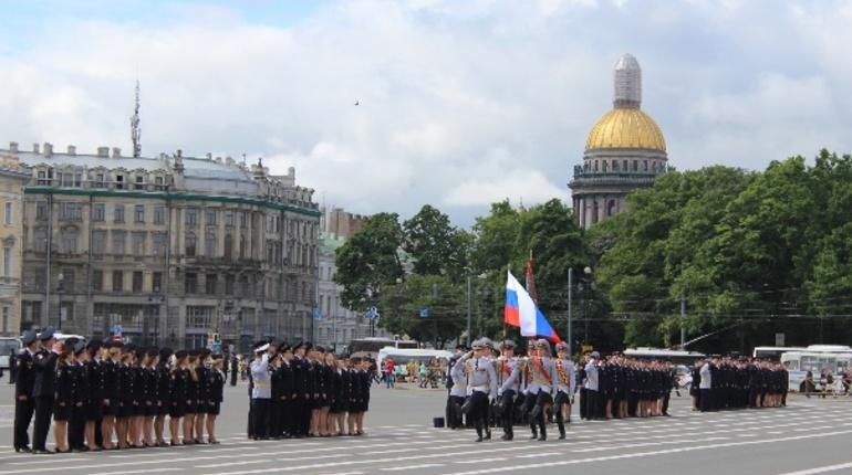 В Петербурге 18 июля пройдет торжественный выпуск лейтенантов полиции. Дипломы молодым людям вручат на Дворцовой площади.