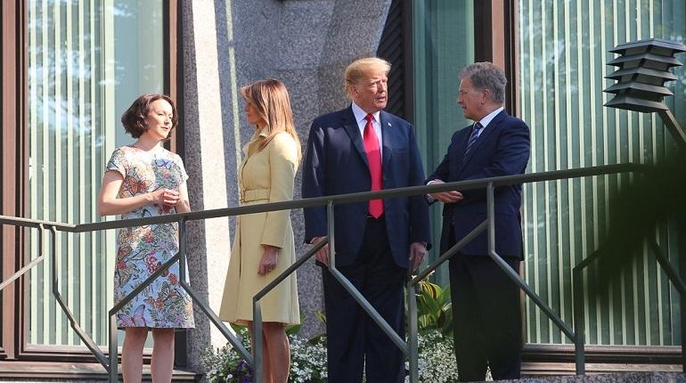 В Президентском дворце Хельсинки начались переговоры между президентом Владимиром Путиным и его американским коллегой Дональдом Трампом. Встреча проходит в формате тет-а-тет.