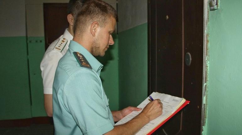 Соседи петербуржца-должника помогли ему сохранить имущество