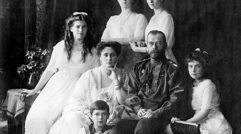 Подлинность останков последнего русского царя Николая II, императрицы Александры Федоровны, четырех великих княжон и цесаревича Алексея подтверждена выводами экспертизы. Об этом 16 июля сообщает СК РФ.