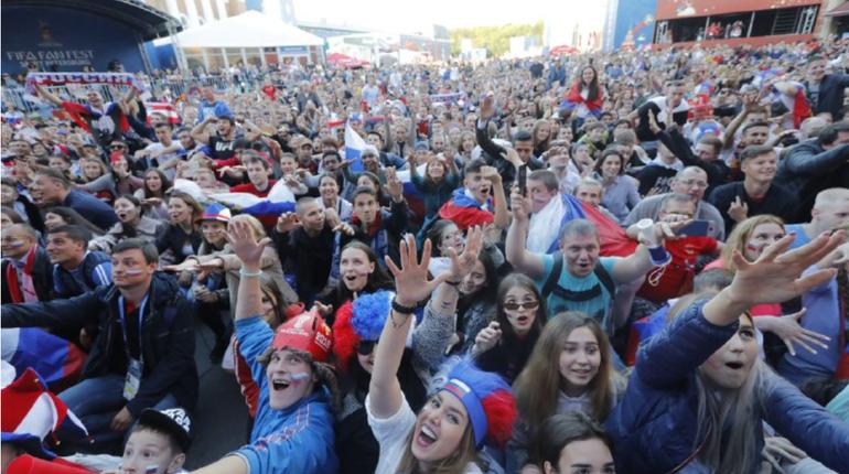 Социологи Санкт-Петербургского государственного университета провели опрос и выяснили у петербуржцев, как те оценили выступление российской сборной и самой России в качестве организатора Чемпионата мира по футболу.