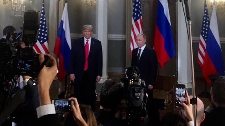 Встреча лидеров России и США наедине завершилась.
