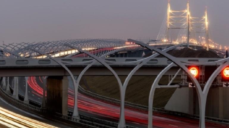 В связи с разводкой мостов на репетициях дня ВМФ автомобилисты смогут бесплатно проехаться по ЗСД.