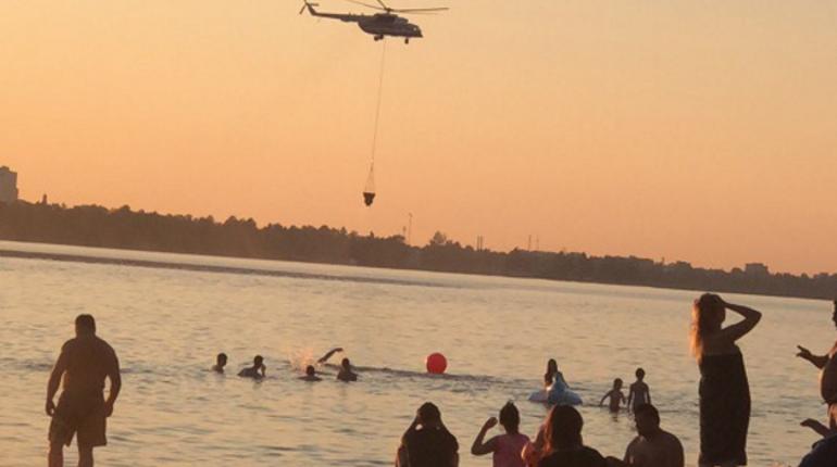 Загоревшийся торфянник в Сестрорецке тушат вертолетами