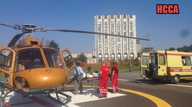 Вертолеты Санавиации доставили в Петербург двух пострадавших из Тихвина и Тосно с тяжелыми травмами.