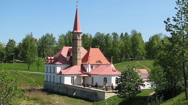 В ВООПИиК заявили, что сделать Гатчину историческим поселением - это единственный способ сохранить ее историческое своеобразие и привлекательность для туристов.