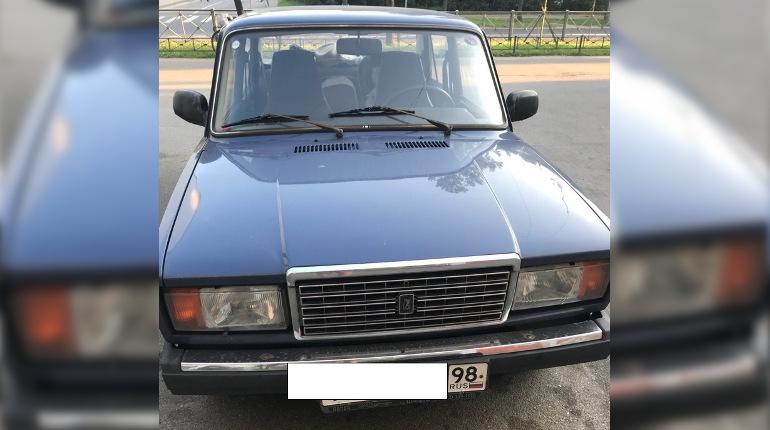 В Пушкине молодые родители оставили маленьких детей в раскаленной машине и отправились за покупками в