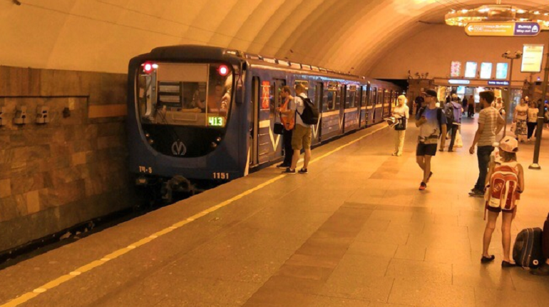 На «Новочеркасской» под поезд упал пассажир, Линия 4 не работает