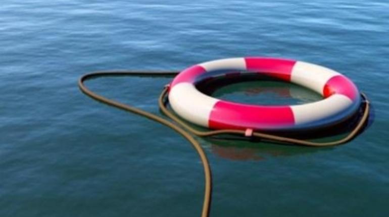Двое сотрудников ЗАО «Ленгипроречтранс» спасли юношу, тонувшего в Амуре.