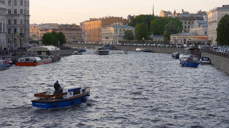 В Санкт-Петербурге на время подготовки и проведения главного военно-морского парада ко Дню ВМФ закроют движение по водным путям.